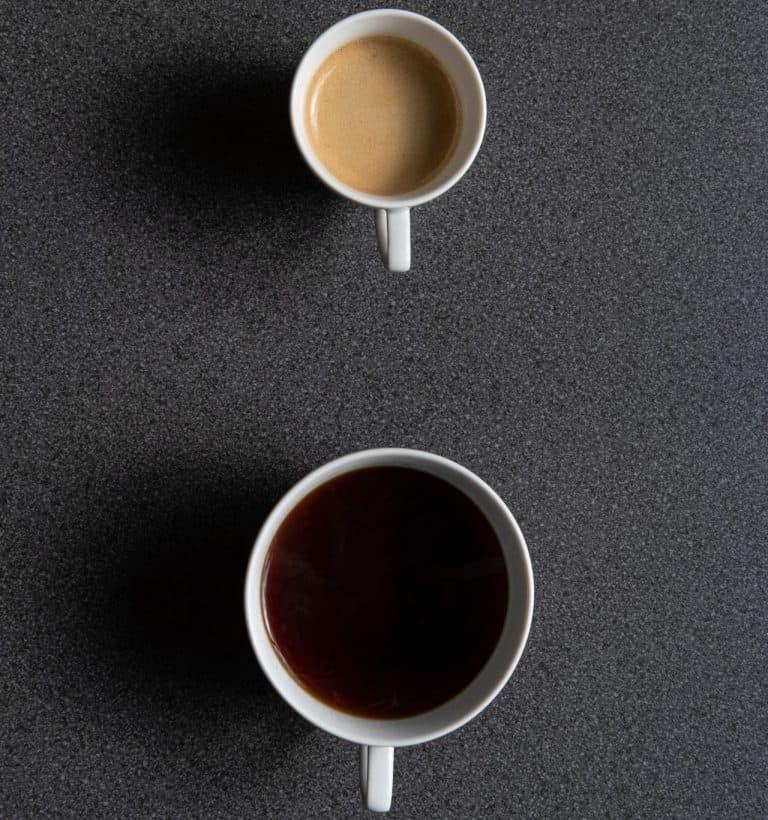 Šálky s kávou